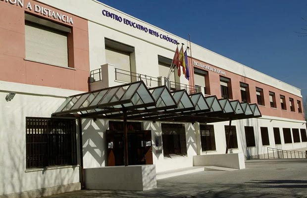 Sede Pozuelo de Alarcón. Fachada entrada principal.