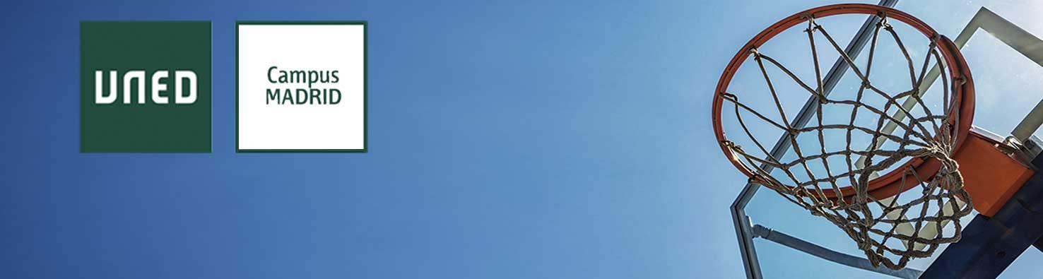 Logo UNED Campus MADRID, fondo cielo azul canasta a la derecha de la imágen vacía.