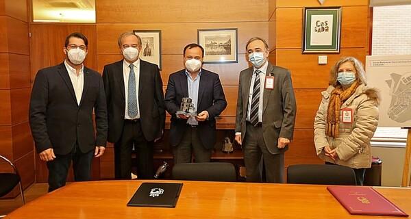 Coslada 25 años con UNED Madrid. Imágen del acto, Antonio Zapardiel, Paloma del Campo, Alcalde de Coslada Ángel VIveros, Ivan Lopez y Gregorio Escalera