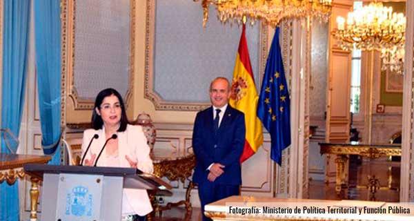 Ministra de Política Territorial y Función Pública y rector de la UNED
